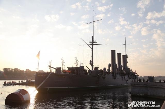 16 июля 2016 года «корабль № 1» ВМФ России должен занять своё место на Петровской набережной Петербурга.