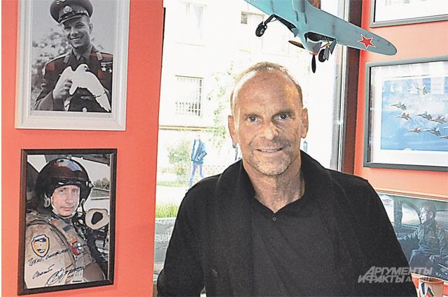 Свой ресторан Жан-Мишель назвал Нормандия-Неман в честь авиаэскадрильи, в которой французские лётчики воевали с фашистами в рядах Красной армии вплоть до Победы 1945 года. Для Жан-Мишеля Нормандия-Неман - это символ дружбы России и Франции
