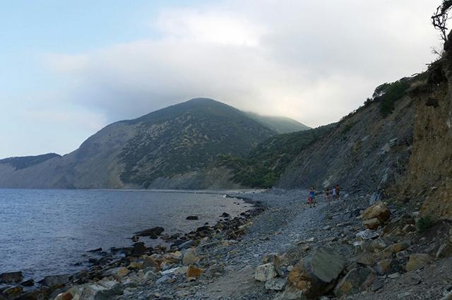Утриш – это чистейшее море, каменистый пляж, можжевеловые леса и горы.