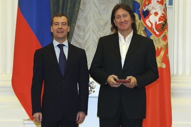 2 ноября 2009 г. Президент РФ Дмитрий Медведев присвоил звание Народного артиста РФ автору и исполнителю песен Олегу Митяеву.