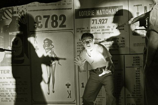 Лев Дуров в спектакле московского театра имени Ленинского комсомола по пьесе Бертольда Брехта Человек есть человек . 1965 год