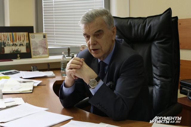 Руслан Хасбулатов.