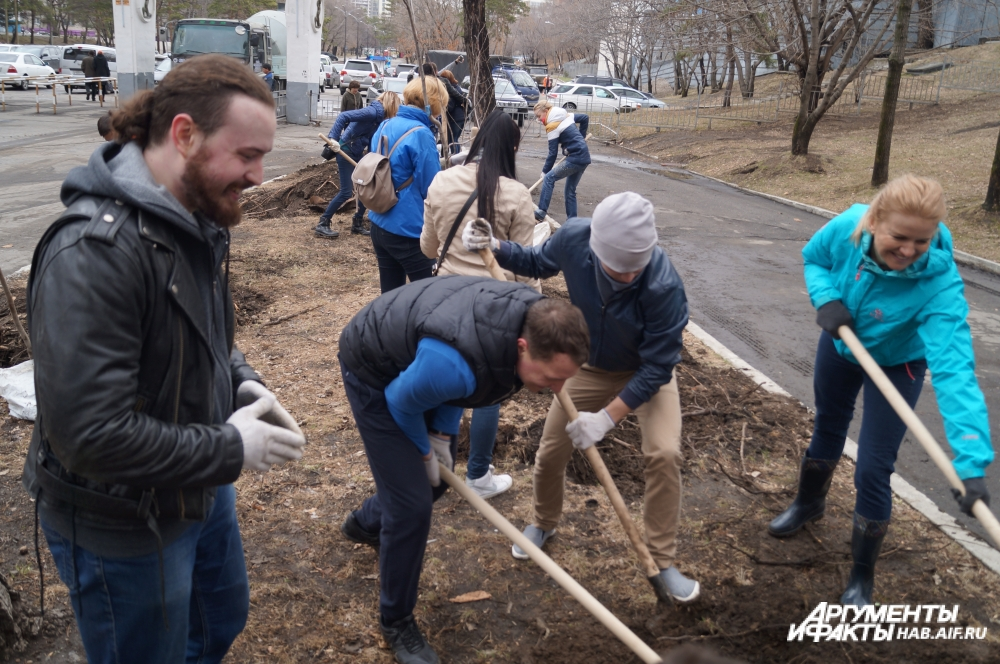 Журналисты Хабаровска впервые приобщились к благоустройству города.