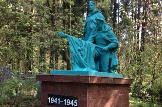 Второй памятник «гламурного» цвета.