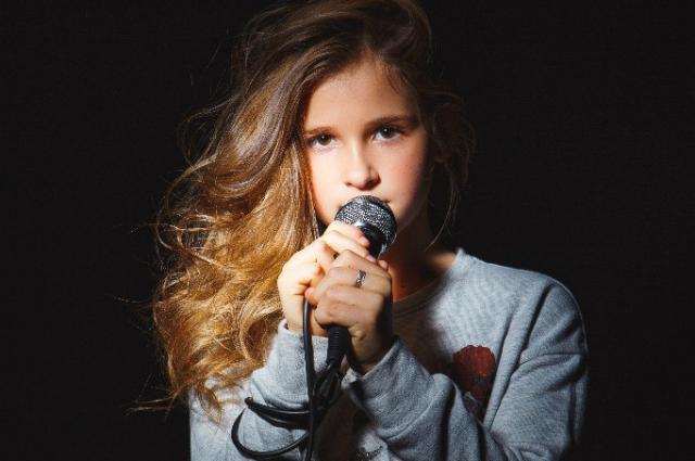 Маша мечтает стать артисткой и выступать по всему миру