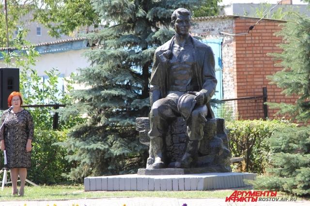 Мемориал в честь трудового подвига шахтера - город Донецк РФ.