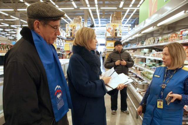 Депутаты с рейдом посетили несколько магазинов крупных торговых сетей.