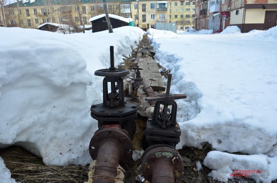 Местные жители утверждают, что власти так экономят на ремонте труб.