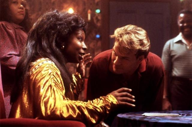 Вупи Голдберг и Патрик Суэйзи в фильме «Привидение». 1990 год.