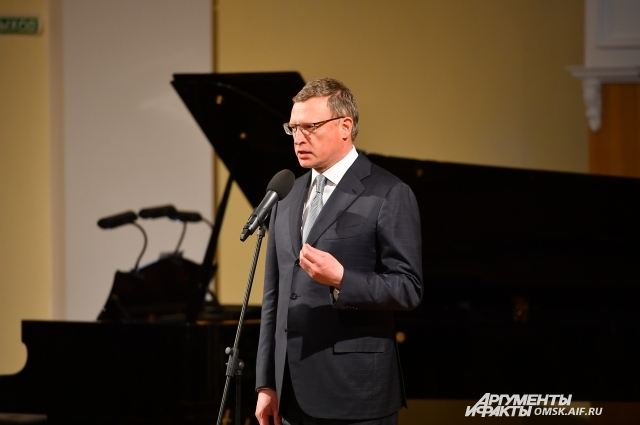 Александр Бурков наградил лучших омских журналистов.