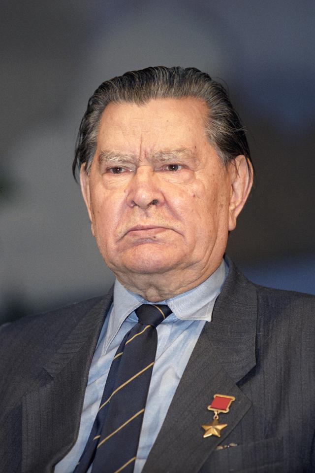Герой Советского Союза, летчик Алексей Маресьев.