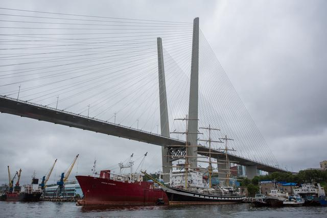Приморье развивается: мосты и корабли.
