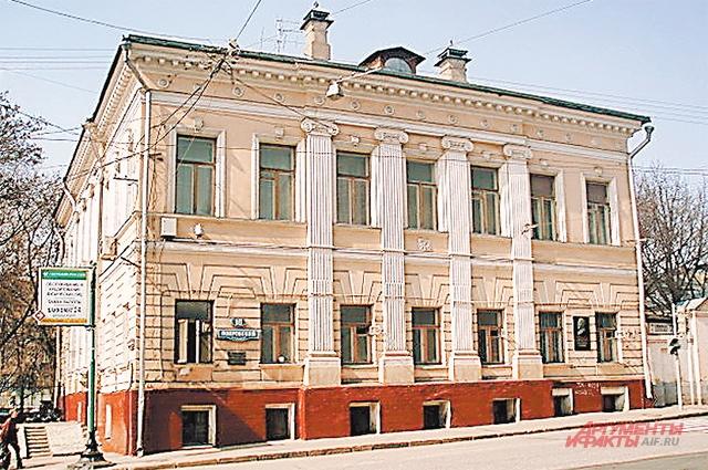 В доме на Покровском бульваре, где жили Телешовы, Иван Бунин забыл свою тросточку. Она и сейчас там.