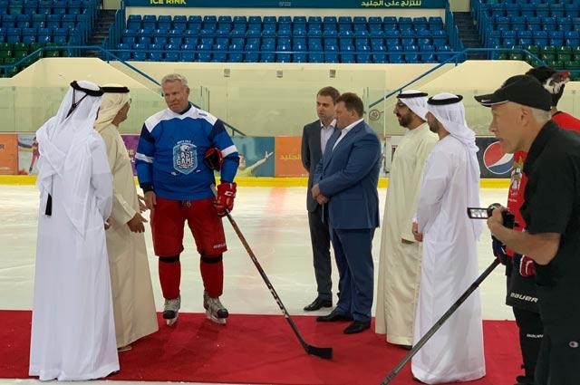 Вячеслав Фетисов,  руководство Абу Даби, Федерации хоккея ОАЭ и Дмитрий Лукашенко (Председатель «Президентского спортивного клуба»).