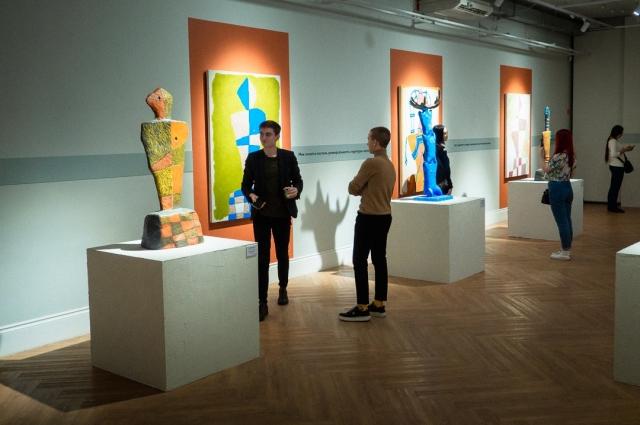 Картины и скульптуры мастера выставлялись не только в родной стране, но и в США, Японии, Нидерландах и Франции.
