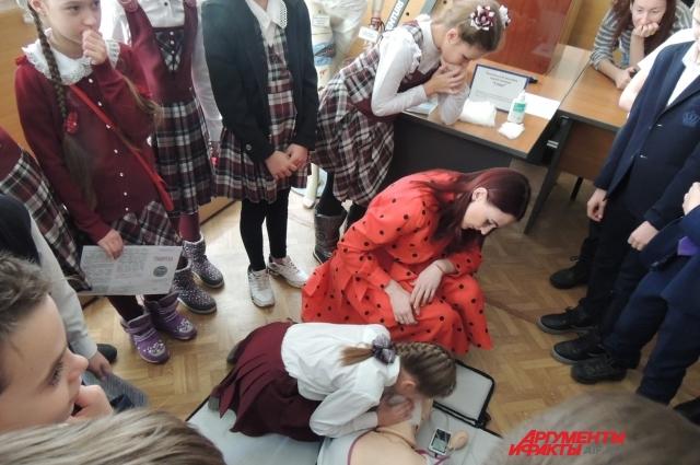 Все школьники очень внимательно случали преподавателей и с радостью участвовали в активностях.
