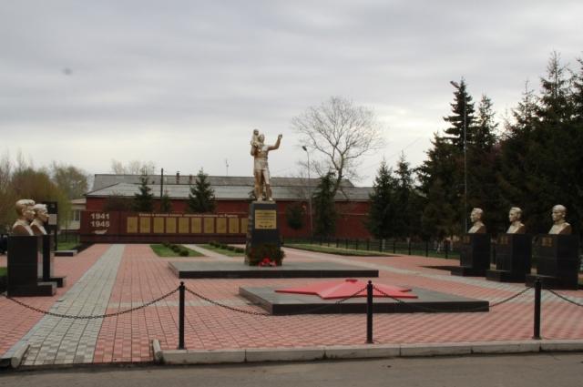 Тюкалинск. Мемориал, посвящённый воинам-землякам.