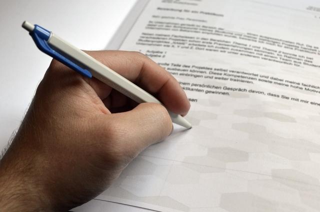 Попробуйте писать левой рукой, если вы - правша.
