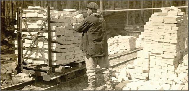 Сезоный рабочий из села. Брянская ГРЭС. 1928.