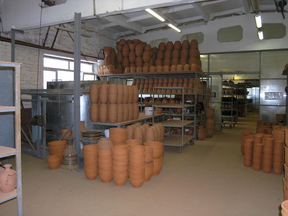 В гончарном цехе можно увидеть все этапы производства.