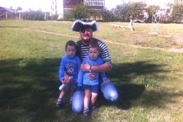 Виталий Варавин с сыновьями.