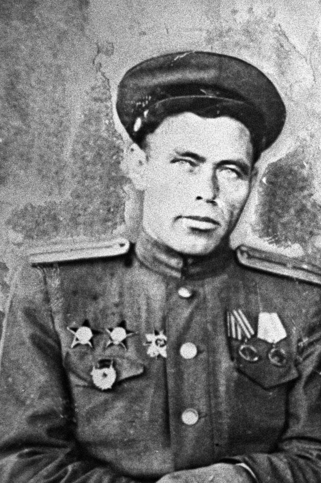 Афанасьев Иван Филиппович, Герой Сталинградской битвы, лейтенант, Возглавлял оборону Дома Павлова.