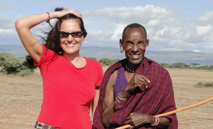 В Танзании с местным жителем.