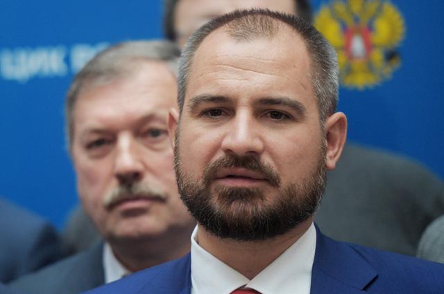 Максим Сурайкин.