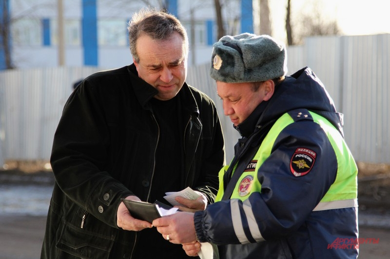 Инспектор Алексей Чеботов старается к нарушителям подходить с улыбкой