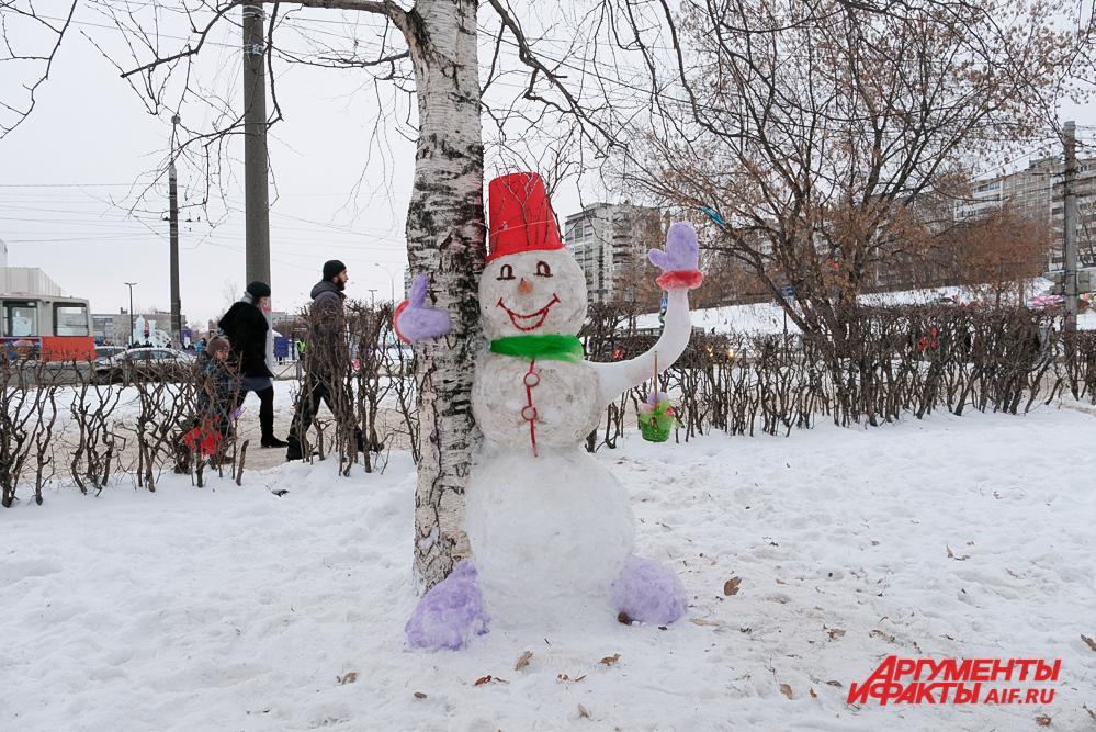 Приз зрительских симпатий достался весёлому снеговику с берёзкой.