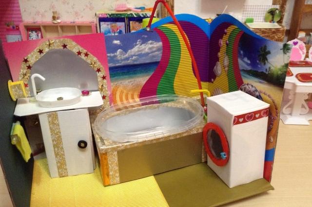 Ванная в домике для Барби.