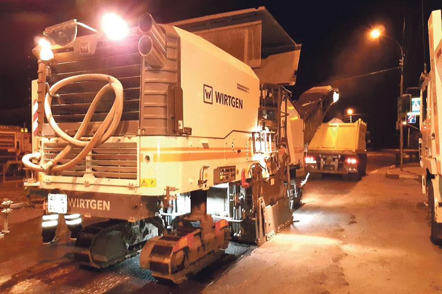 Дорожные работы идут в областном центре и в ночное время.