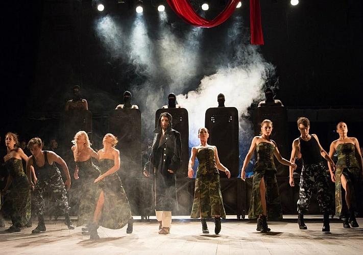 Рок-опера «Белая ворона» в Театре оперетты