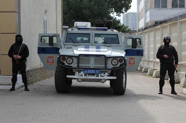 На таком броневике экс-мэра из следственного изолятора доставили в Северо-Кавказский военный окружной суд города Ростова-на-Дону