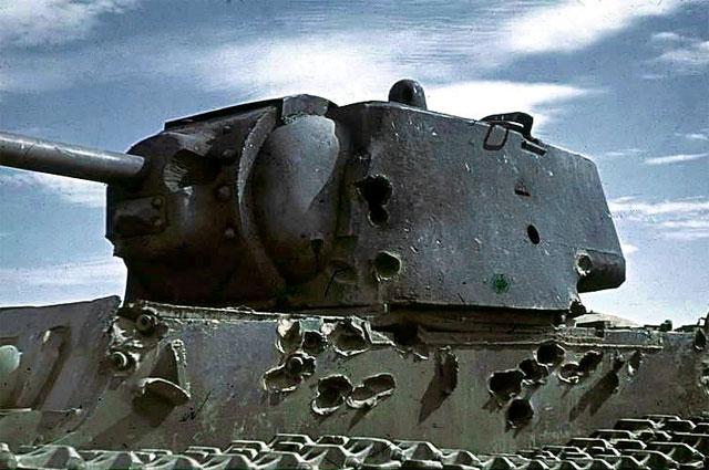 Танк, потерянный в Сталинградском сражении. Броня имеет многочисленные вмятины