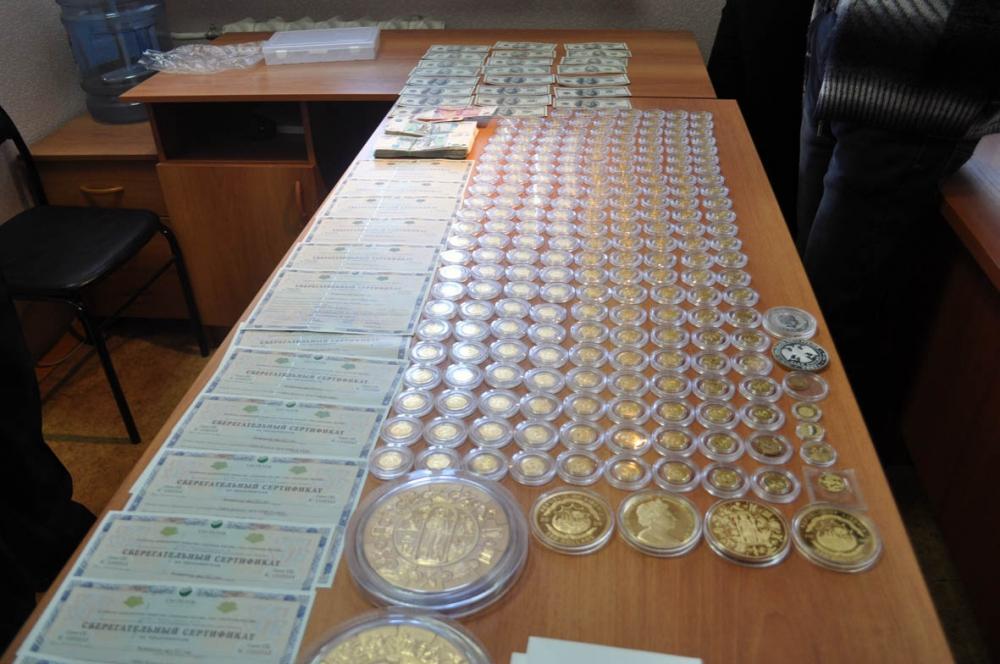 Среди ценностей, изъятых у подозреваемых менеджеров УКВЗ - множество дорогих коллекционных монет.