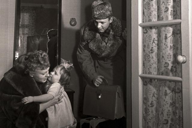 Алла Ларионова и Николай Рыбников с дочерью.