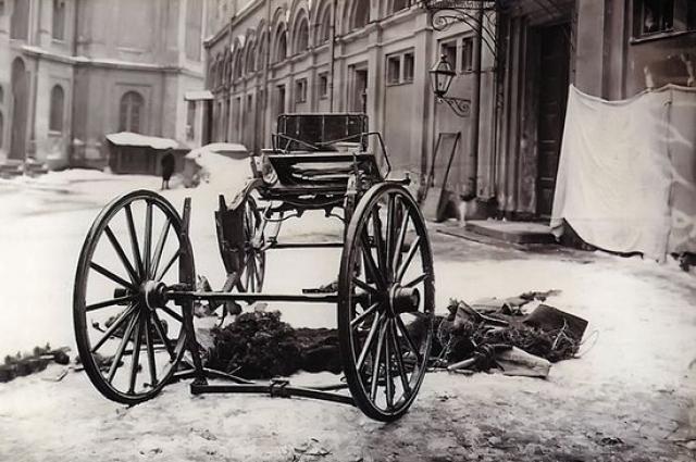 Карета Сергея Александровича была подорвана «адской машиной».