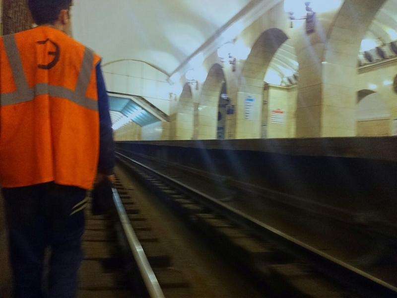 Чтобы не вызывать подозрений, диггер надевал форму рабочего метрополитена.