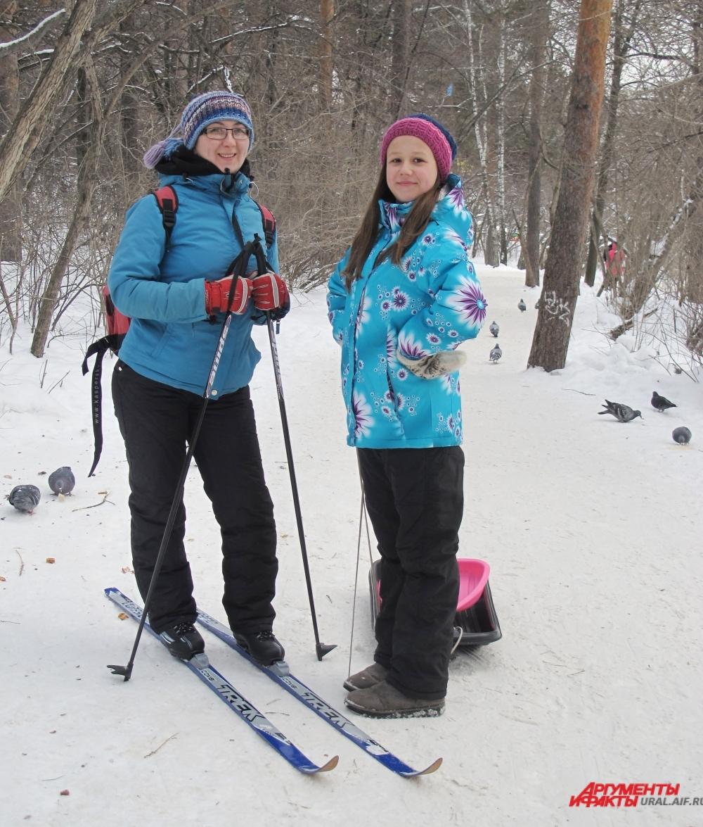 Прогулка в лес на лыжах взбодрит вас после долгого веселья