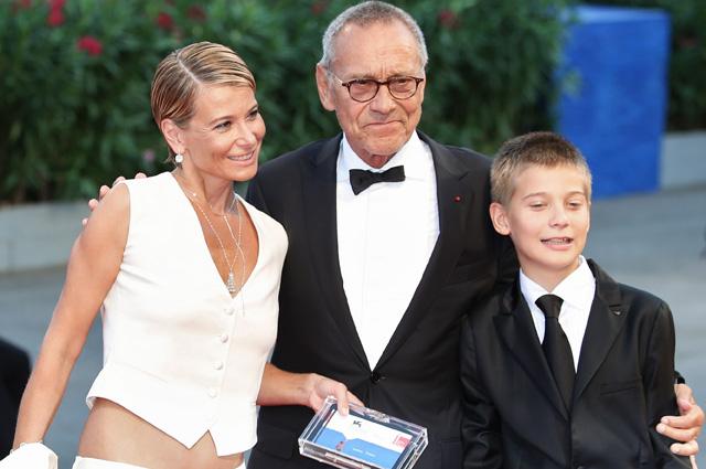 Режиссёр Андрей Кончаловский, его супруга актриса Юлия Высоцкая и их сын Пётр.