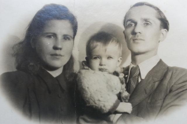 С семьей после войны.