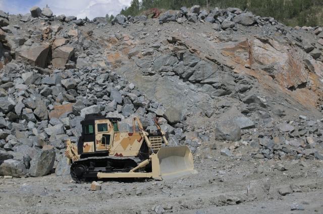 Бронированные бульдозеры и трактора используют для спасательных операций во время стихийных бедствий, для тушения пожаров, разбора завалов.