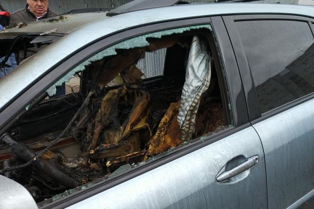 Автомобиль выгорел полностью и восстановлению не подлежит.