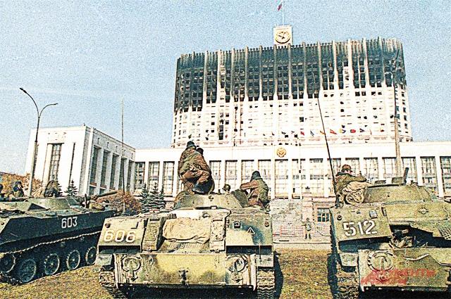 Белый дом после обстрела танками и штурма. 4 октября 1993 г.