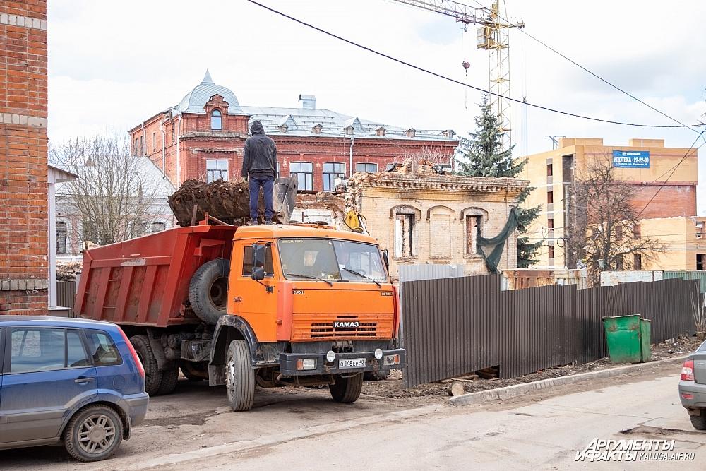 Техника у дома Билибиных утром 28 марта.
