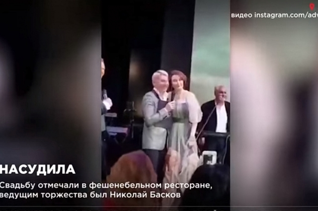 Елена Хахалева с Николаем Басковым на свадьбе дочери.