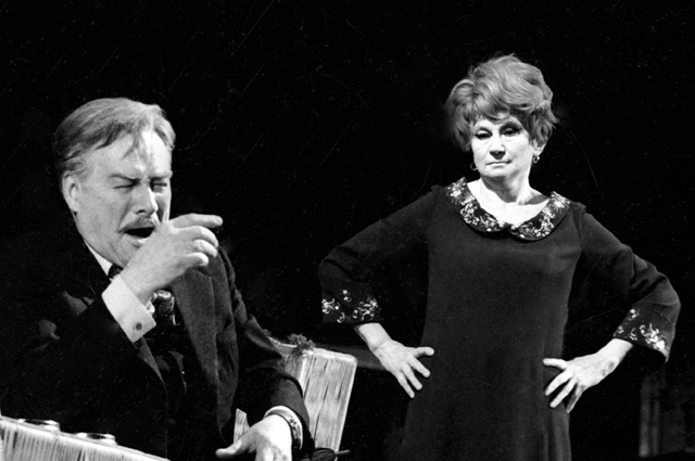 Лидия Сухаревская и Борис Тенин в спектакле Алексея Арбузова «Старомодная комедия».