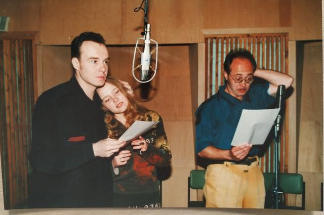 В радиостудии – Олег Бажанов (Гринёв), Ольга Фомина (Маша) и Андрей Антонов (Пугачёв) во время записи радиофильма «Капитанская дочка».