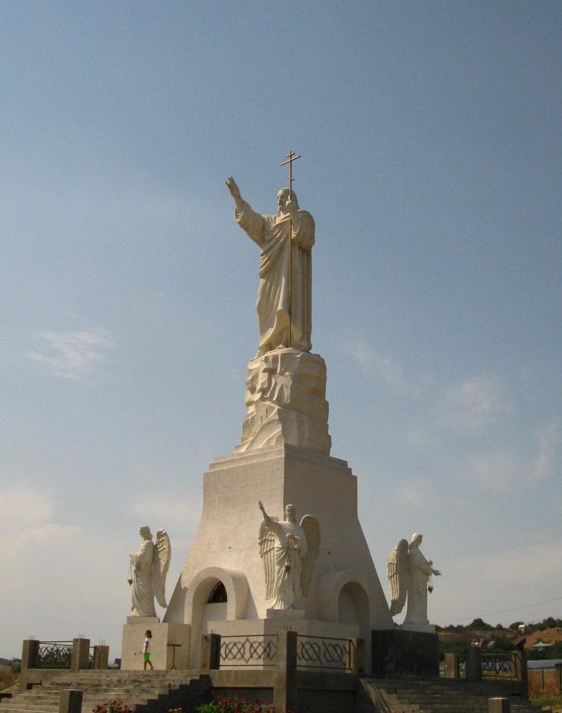 Статуя Христа - часть храмового комплекса.